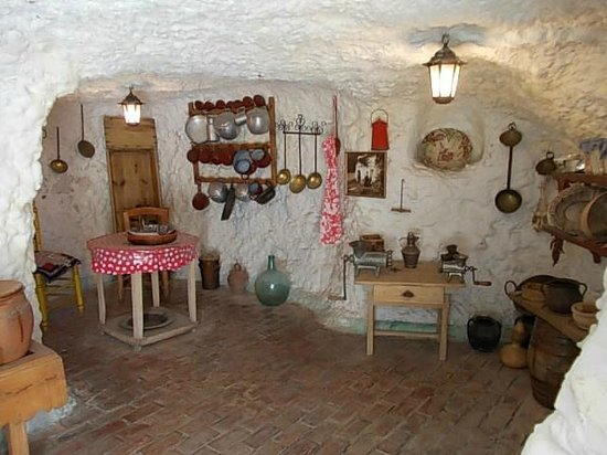 Museo Cuevas del Sacromonte: The kitchen