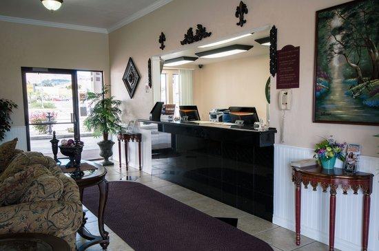 Super 8 Wenatchee: Front Desk