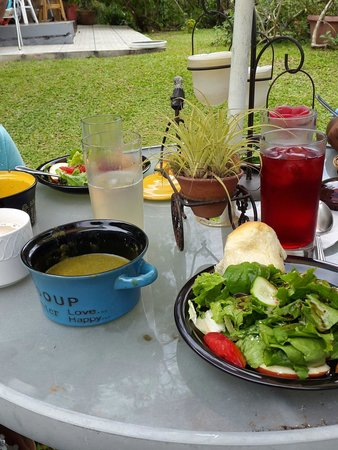 Yerette: Lovely garden lunch