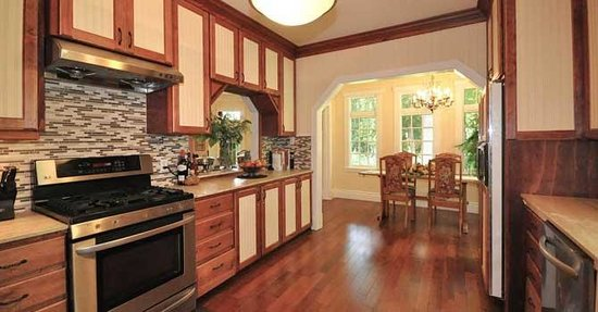 Whispering Pines Cottages and Vacation Rentals: Our kitchen ...