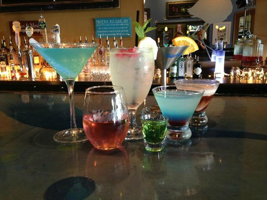 Wadfords Grill and Bar: Great Full Bar with outstanding Martinis!