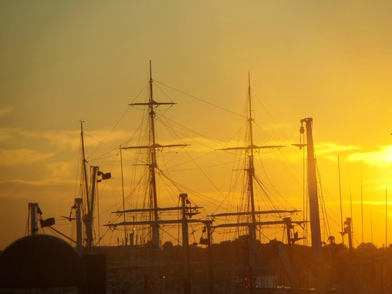 Fairfield Inn & Suites New Bedford: Sunrise over the Charles W. Morgan, the last whaling ship. Taken from my room (323, I think).