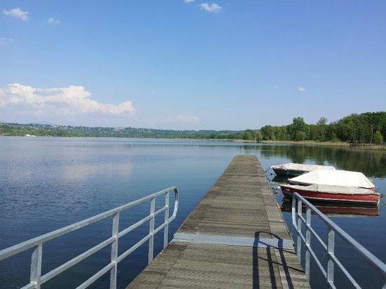 Lake Varese bicycle trail: pontile