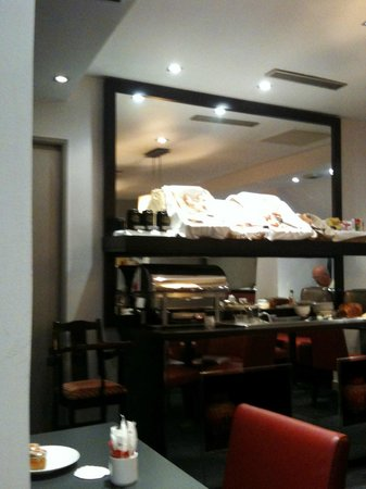 """Hotel le Senat : """"buffet"""" du petit déjeuner"""