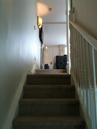 Hotel le Senat : l'escalier dans la chambre