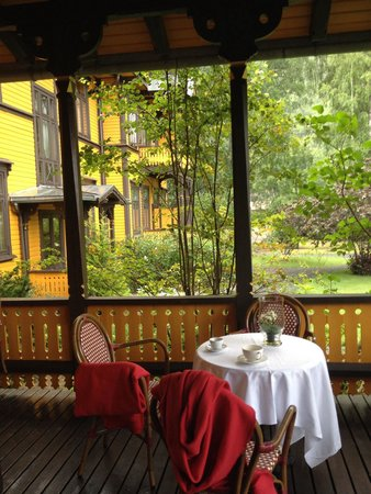 Dalen Hotel: Koselig å nyte en kopp te ute