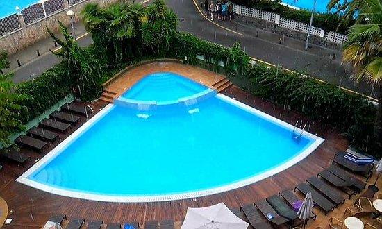 Hotel Acapulco Lloret de Mar: piscine par temps de pluie