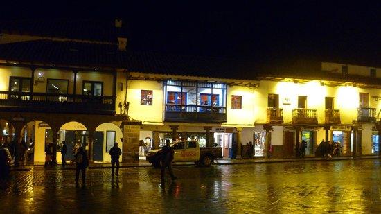 Plaza de Armas (Huacaypata): Restaurantes alrededor de la plaza