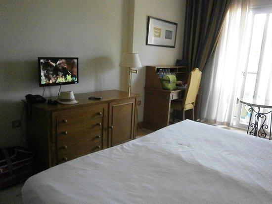 Hotel Alicante Golf: Habitación con LCD Pequeña y escritorio