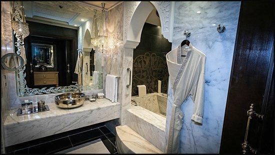 Jumeirah Zabeel Saray: JZS Room 209 bathroom