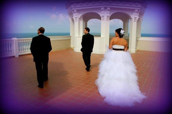 Pelican Grand Beach Resort, A Noble House Resort: vue de la terrasse supèrieure