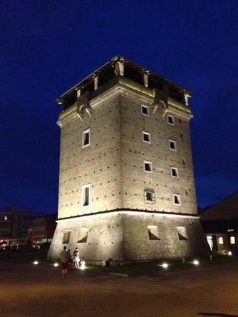 Hotel Excelsior : Cervia by night