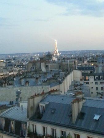 Mercure Paris Montmartre Sacre Coeur: вид из номера 942