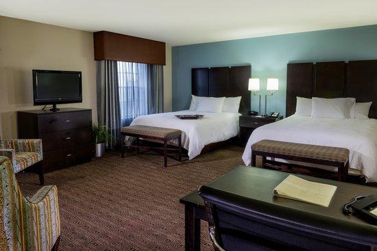 Hampton Inn & Suites Yonkers: Guestroom
