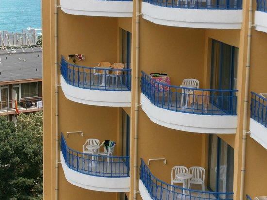 Grifid Hotel Arabella: vue de la chambre sur les balcons