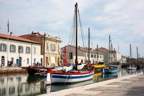 Hotel Excelsior: Le canal de Cesenatico, à 15 minutes de Cervia.