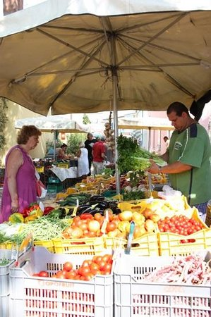 Hotel Excelsior: Le petit marché de Cesenatico, près de Cervia. Un festival de couleurs !