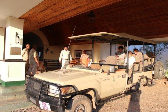 Sanctuary Chichele Presidential Lodge: Preparing safari tour
