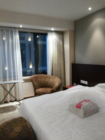 Mercure Wanshang Beijing: Quarto do apartamento