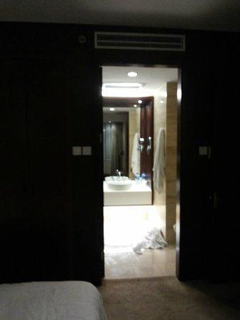 Mercure Wanshang Beijing : Vista do banheiro da suite
