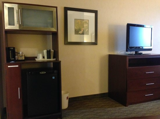 Comfort Suites Turlock: Microwave & Fridge