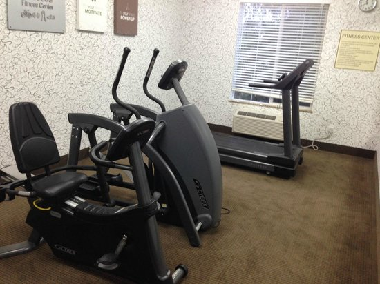 Comfort Suites Turlock : Small gym room