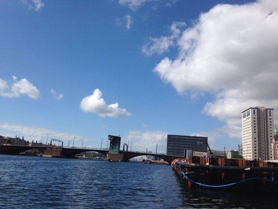 Stromma Canal Tours Copenhagen : Passing through the bridges along the ride