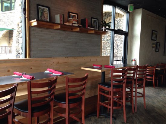Angel's Share Kitchen & Pub: Dining room