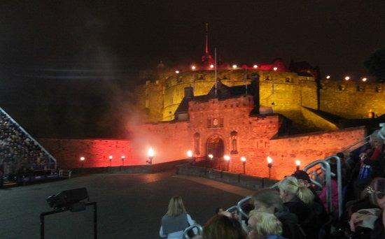 The Royal Edinburgh Military Tattoo : Changing lights