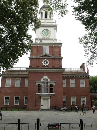 Free Tours by Foot : The actual FRONT of Independence Hall