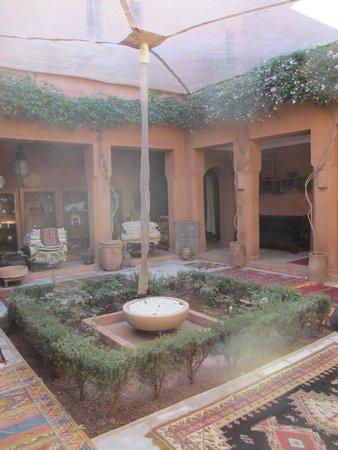 Kasbah Bab Ourika: lobby courtyard