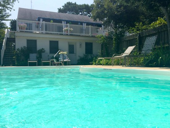 Cabana Gardens Bed & Breakfast: The Property from the Pool