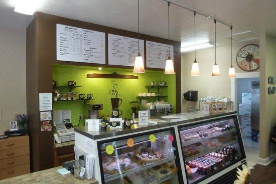 Dori's Tea Cottage & Cafe: Dori's Cafe cheerful counter