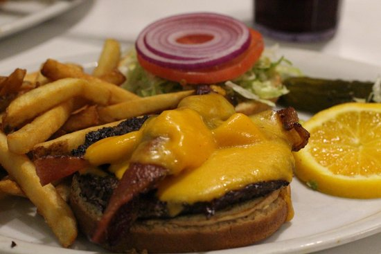 Lori's Diner: juicy Big Bopper Burger