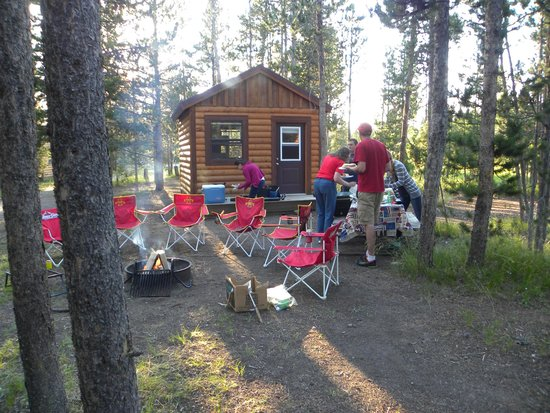 Headwaters Lodge & Cabins at Flagg Ranch : Camper cabin