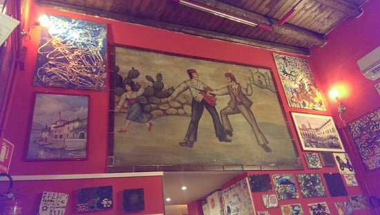 Ferro di Cavallo : Inside the restaurant .. walls are lined with bot bought art and pictures from visitors.