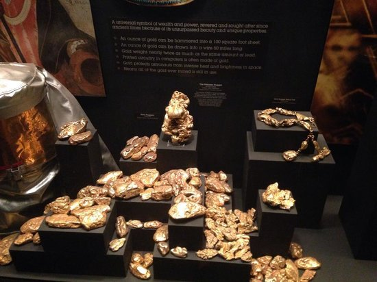 Natural History Museum of Los Angeles County: gold display in the gem hall