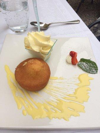 Albergo Ristorante Verbano : Getränkter Zitronenkuchen mit Crème