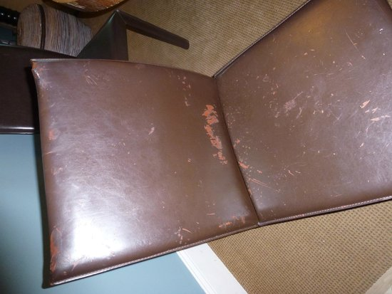 Mar Vista Grande: dining chair damaged upon arrival
