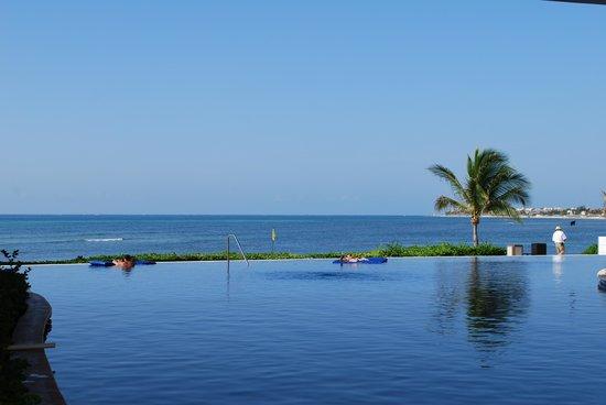 Secrets Silversands Riviera Cancun: Infinity pool