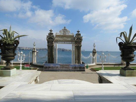 Palacio de Dolmabahçe: il cancello sul Bosforo