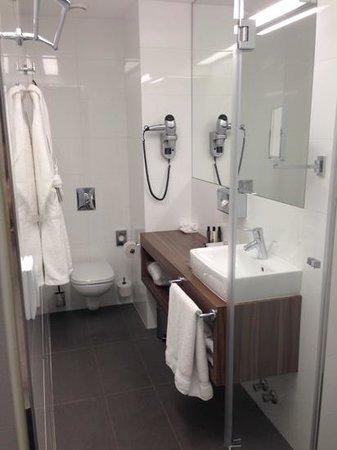 Hotel Nemzeti Budapest - MGallery by Sofitel : Superior Room Bathroom