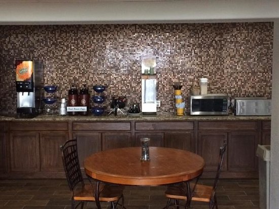 Microtel Inn & Suites by Wyndham Ardmore : Breakfast Bar