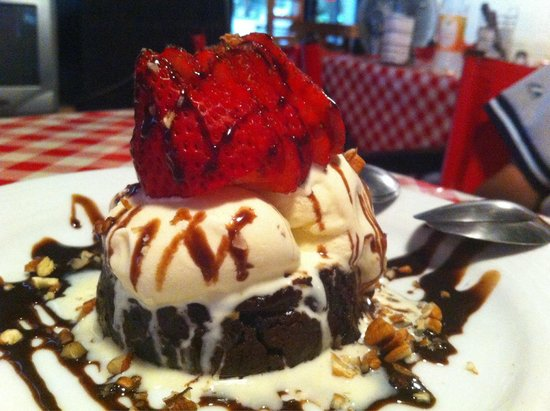I Famosi Pasta: BROWNIE de chocolate con helado de vainilla y nueces