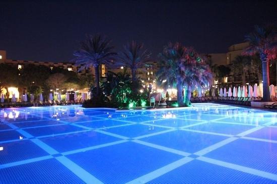 Crystal Tat Beach Golf Resort & Spa : crystal tat beach resort and spa, main pool at night