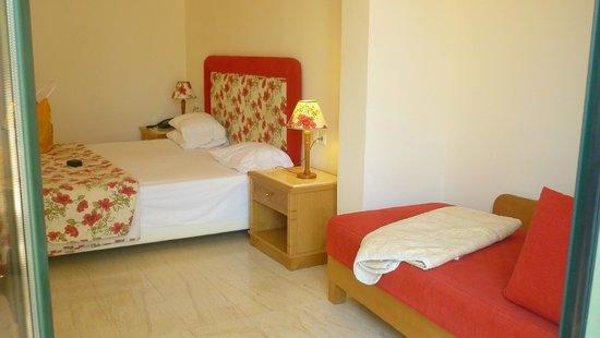 Mitsis Rodos Maris Resort & Spa: notre chambre avec un petit jardin