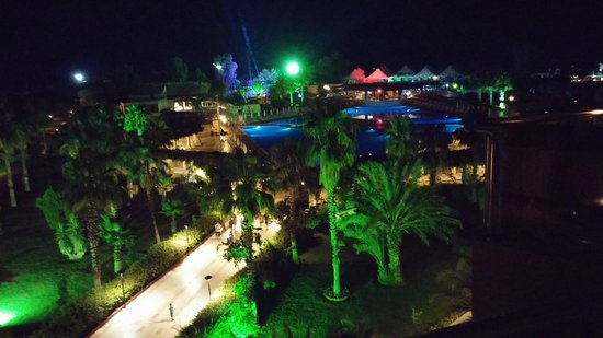 Hotel Riu Kaya Belek: balcony view on neon party night