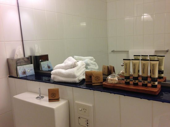 Novotel Rockford Darling Harbour: Good quality complimentary bathroom products.