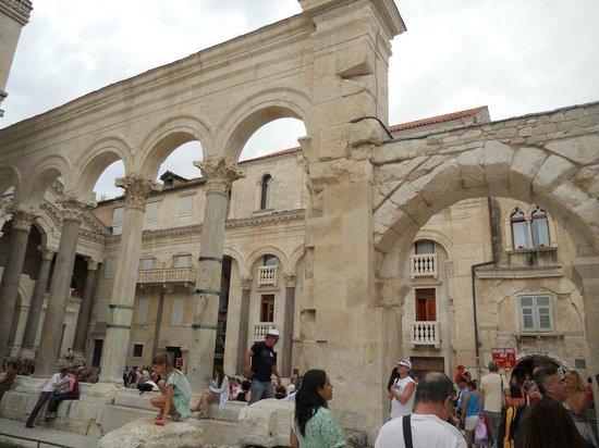 Eastern (Silver) Gate: Coeur du palais