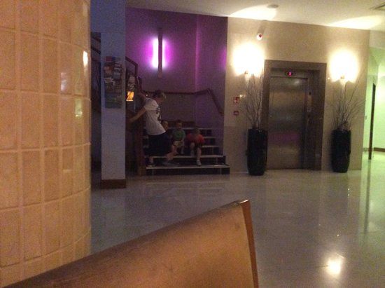 Athlone Springs Hotel: Kids just back from club not wanting to leave their new friends :-)